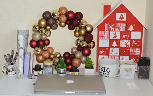 debenhams-christmas-decorations-how-to-decorate-your-workplace-1