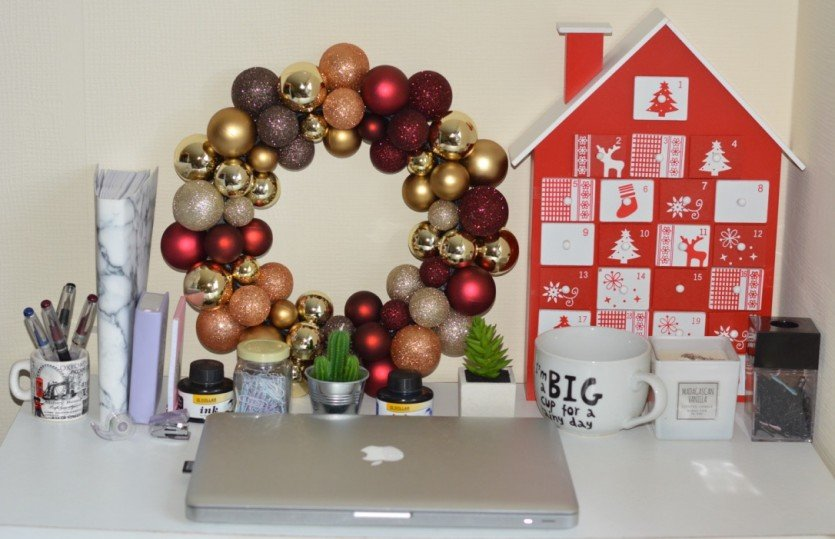 How To Decorate Your Workplace For Christmas